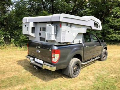 Camp-Crown Stealth DC Raptor-Grau auf Ford Ranger