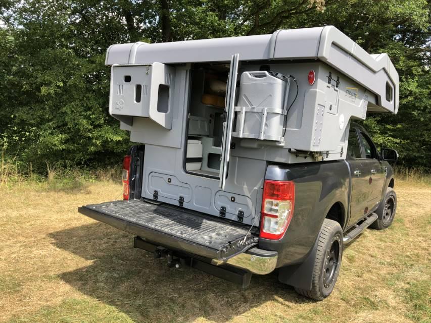 Camp-Crown Stealth DC auf Ford Ranger mit offener Heckklappe